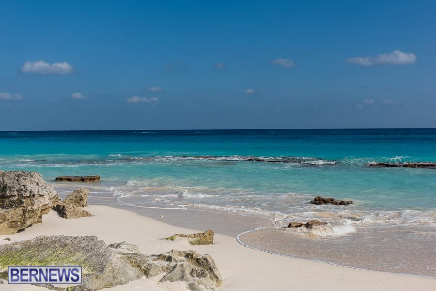 226 One of Bermuda's many beautiful beaches at low tide, the perfect afternoon walk