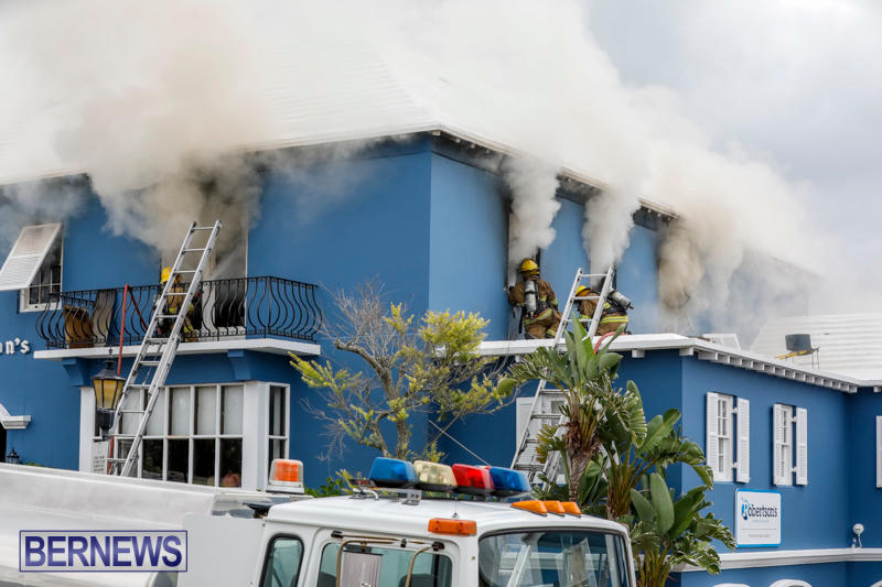 Robertson's-Drug-Store-Fire-Bermuda-September-2-2017_7983