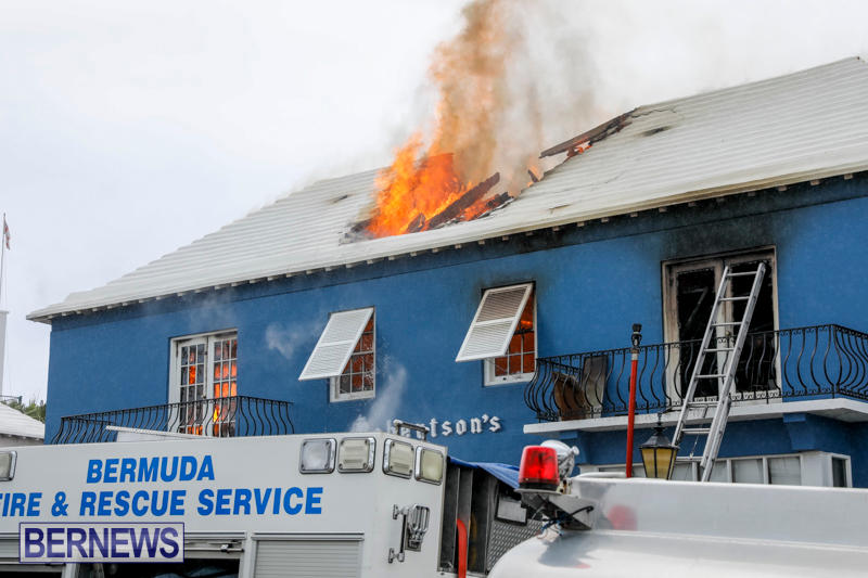 Robertson's-Drug-Store-Fire-Bermuda-September-2-2017_8102