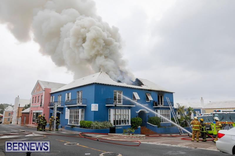 Robertson's-Drug-Store-Fire-Bermuda-September-2-2017_8198-b1