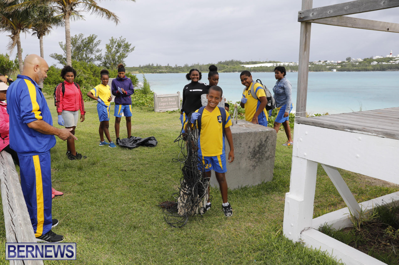 Clearwater Students Clean Up Bermuda Oct 6 2017 (11)