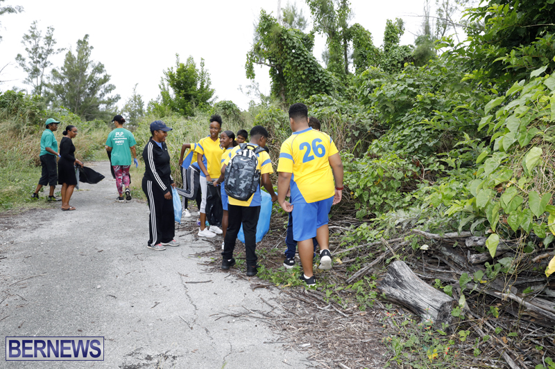 Clearwater Students Clean Up Bermuda Oct 6 2017 (2)