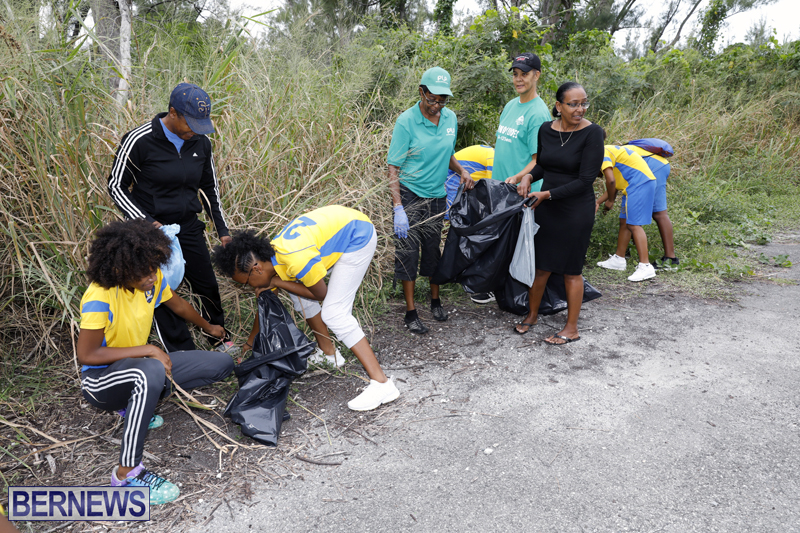 Clearwater Students Clean Up Bermuda Oct 6 2017 (5)