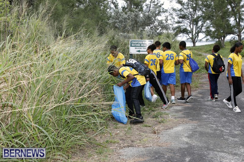 Clearwater Students Clean Up Bermuda Oct 6 2017 (6)