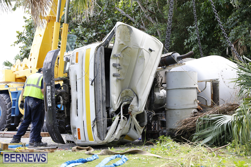 Overturned cement truck Bermuda Nov 21 2017 (10)