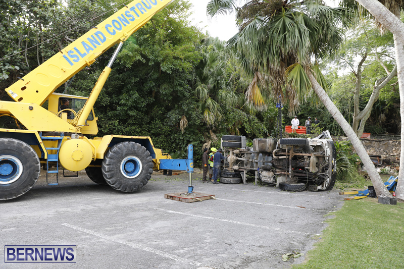 Overturned cement truck Bermuda Nov 21 2017 (15)