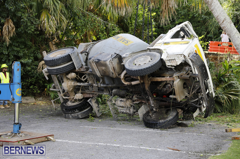 Overturned cement truck Bermuda Nov 21 2017 (19)