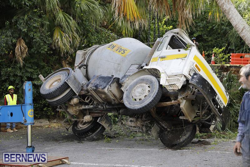 Overturned cement truck Bermuda Nov 21 2017 (20)