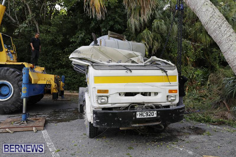 Overturned cement truck Bermuda Nov 21 2017 (23)