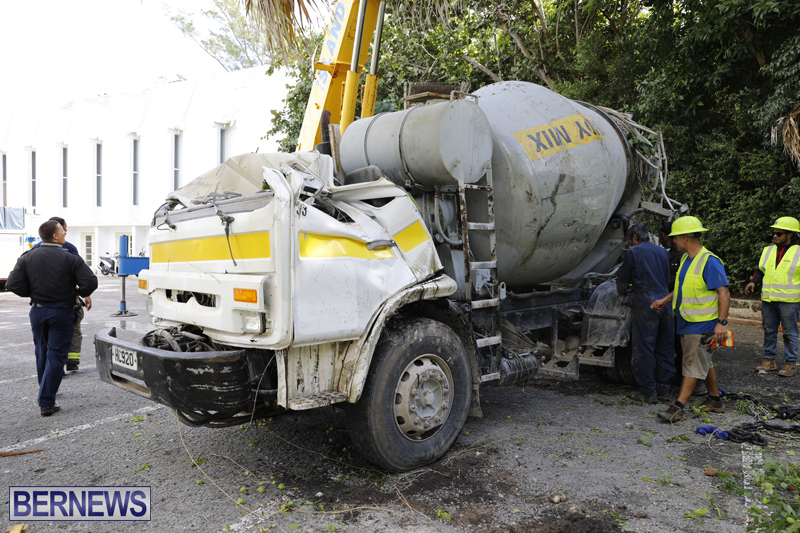 Overturned cement truck Bermuda Nov 21 2017 (27)