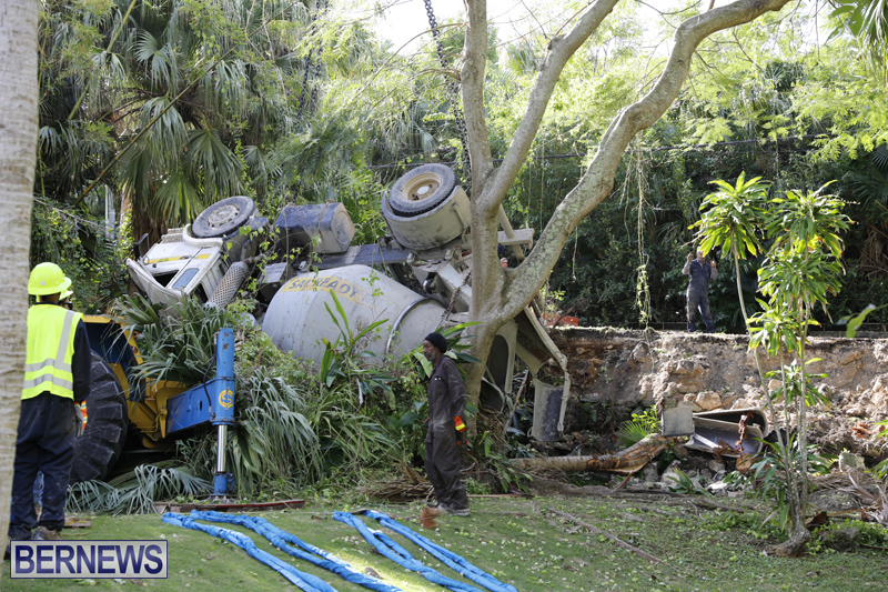 Overturned cement truck Bermuda Nov 21 2017 (6)