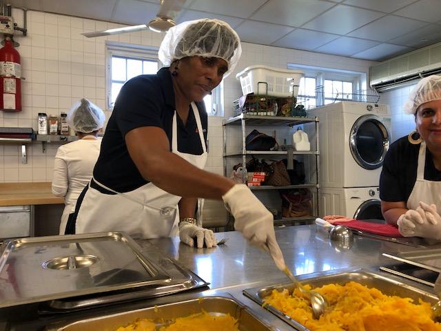 Clarien Meals On Wheels Bermuda Dec 2017 (1)