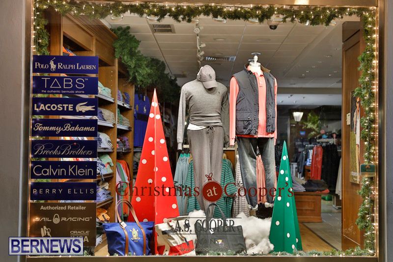 Hamilton-Storefronts-Christmas-Decorations-Lights-Bermuda-December-22-2017-7594