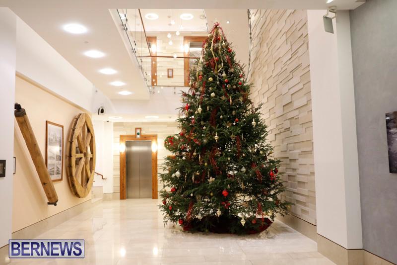 Hamilton-Storefronts-Christmas-Decorations-Lights-Bermuda-December-22-2017-7604