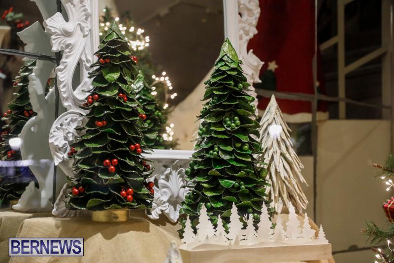 Hamilton-Storefronts-Christmas-Decorations-Lights-Bermuda-December-22-2017-7609