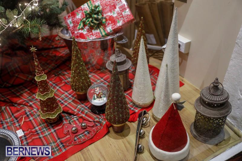 Hamilton-Storefronts-Christmas-Decorations-Lights-Bermuda-December-22-2017-7610