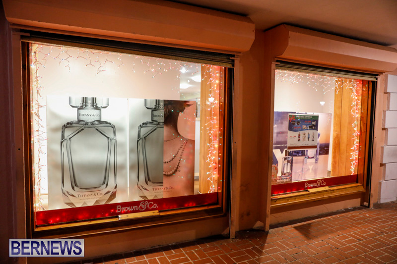 Hamilton-Storefronts-Christmas-Decorations-Lights-Bermuda-December-22-2017-7620