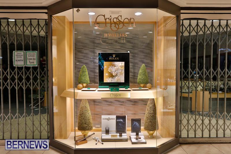 Hamilton-Storefronts-Christmas-Decorations-Lights-Bermuda-December-22-2017-7657
