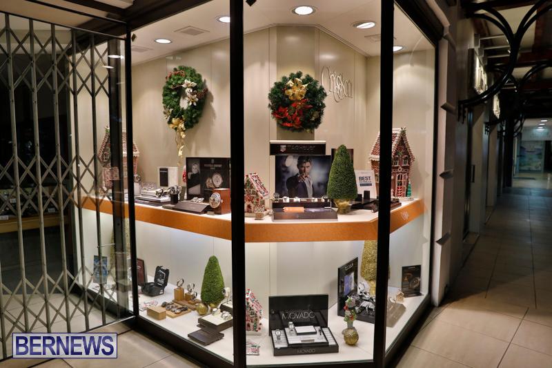 Hamilton-Storefronts-Christmas-Decorations-Lights-Bermuda-December-22-2017-7661