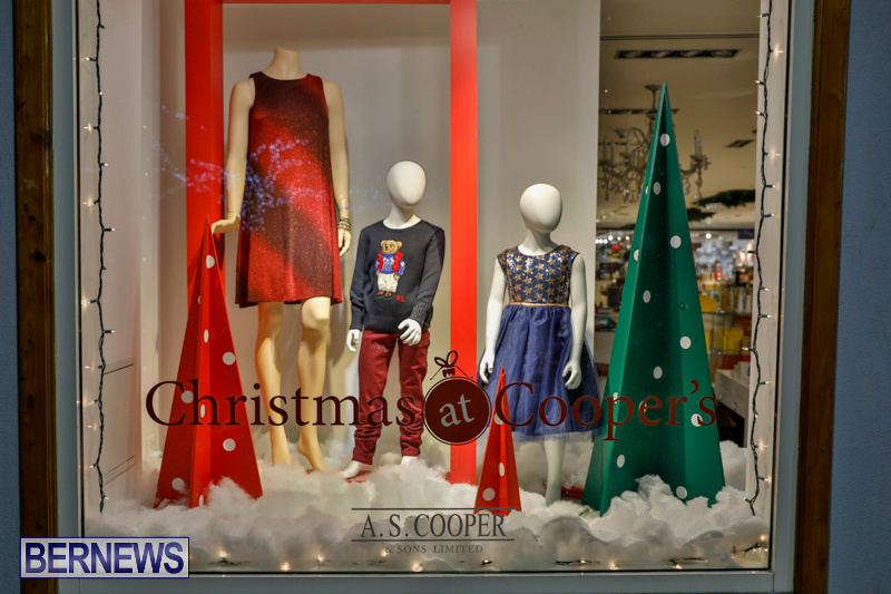 Hamilton-Storefronts-Christmas-Decorations-Lights-Bermuda-December-22-2017-7665