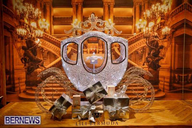 Hamilton-Storefronts-Christmas-Decorations-Lights-Bermuda-December-22-2017-7681