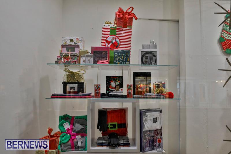 Hamilton-Storefronts-Christmas-Decorations-Lights-Bermuda-December-22-2017-7721
