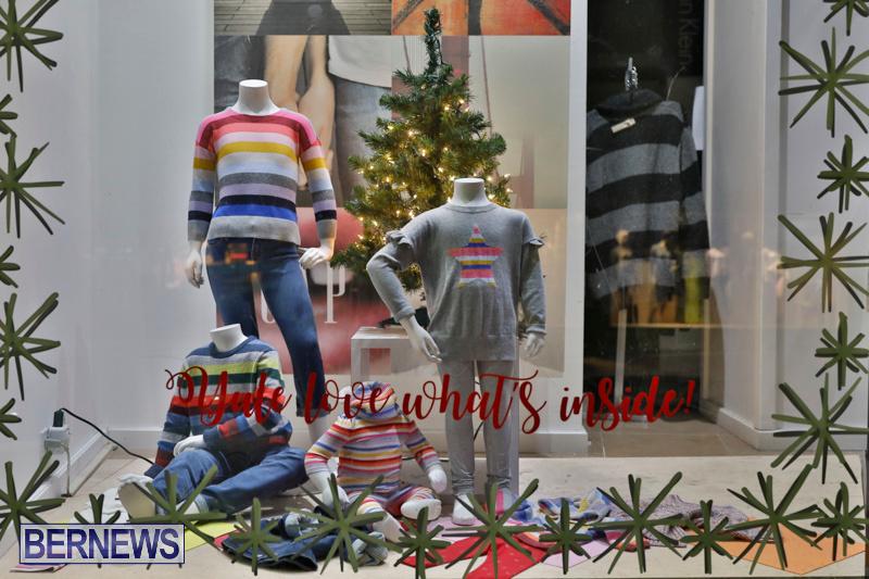 Hamilton-Storefronts-Christmas-Decorations-Lights-Bermuda-December-22-2017-7729