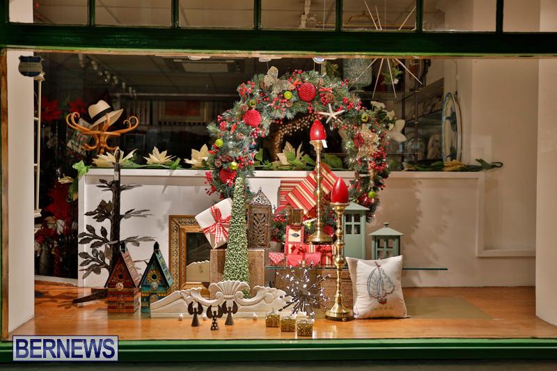 Hamilton-Storefronts-Christmas-Decorations-Lights-Bermuda-December-22-2017-7789