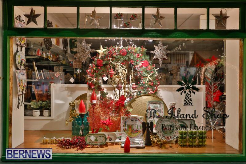 Hamilton-Storefronts-Christmas-Decorations-Lights-Bermuda-December-22-2017-7801