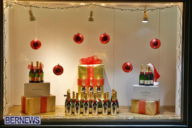 Hamilton-Storefronts-Christmas-Decorations-Lights-Bermuda-December-22-2017-7809