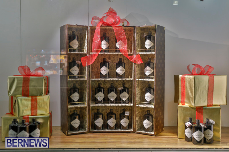 Hamilton-Storefronts-Christmas-Decorations-Lights-Bermuda-December-22-2017-7813