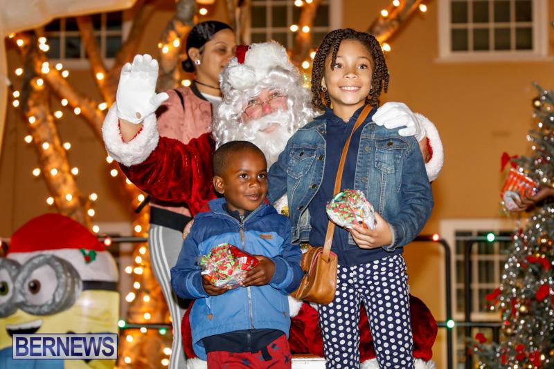 Santa-Comes-To-St-Georges-Bermuda-December-2-2017_3389