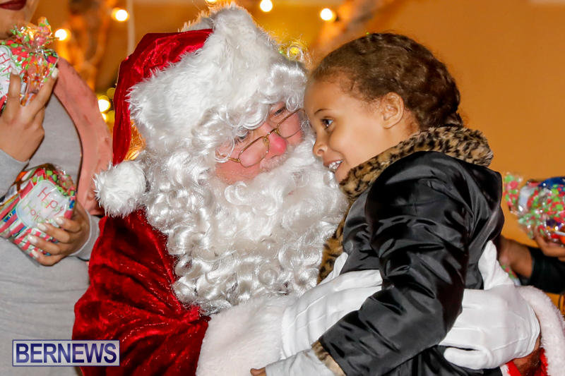 Santa-Comes-To-St-Georges-Bermuda-December-2-2017_3393