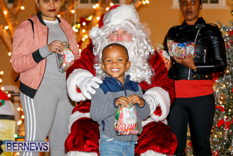 Santa-Comes-To-St-Georges-Bermuda-December-2-2017_3399