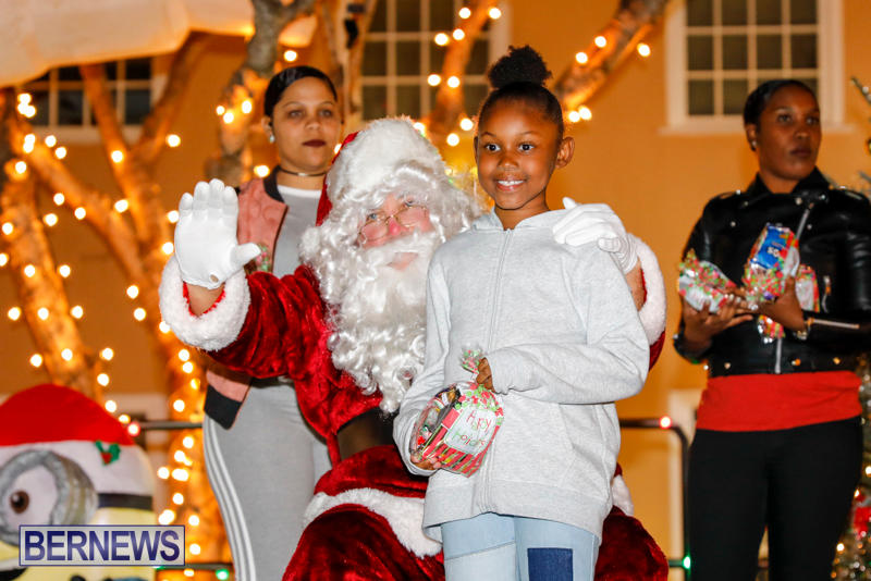Santa-Comes-To-St-Georges-Bermuda-December-2-2017_3401