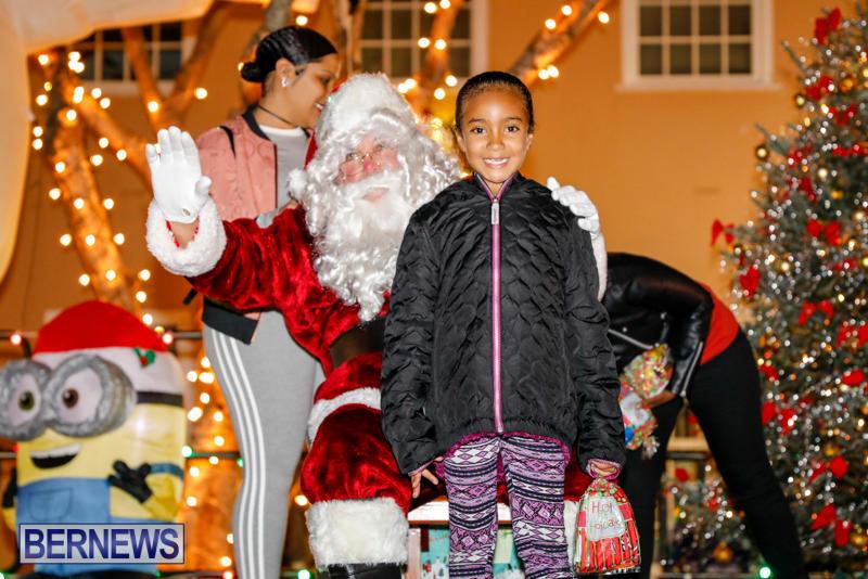 Santa-Comes-To-St-Georges-Bermuda-December-2-2017_3403