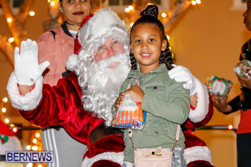 Santa-Comes-To-St-Georges-Bermuda-December-2-2017_3409