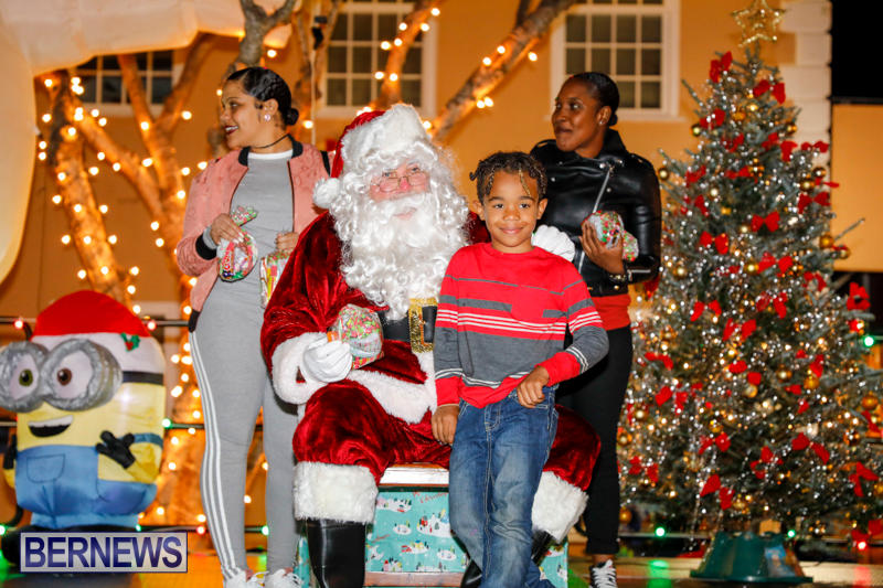 Santa-Comes-To-St-Georges-Bermuda-December-2-2017_3415