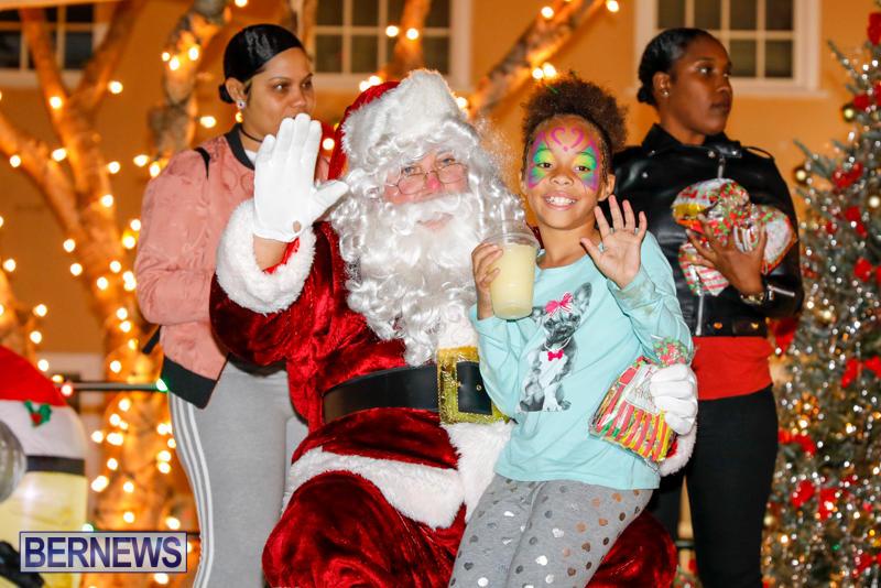 Santa-Comes-To-St-Georges-Bermuda-December-2-2017_3419