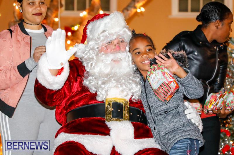 Santa-Comes-To-St-Georges-Bermuda-December-2-2017_3422