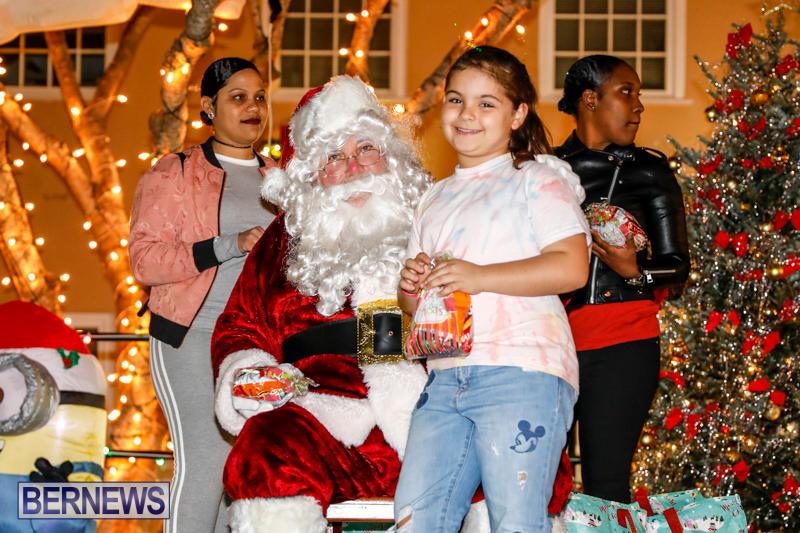 Santa-Comes-To-St-Georges-Bermuda-December-2-2017_3436