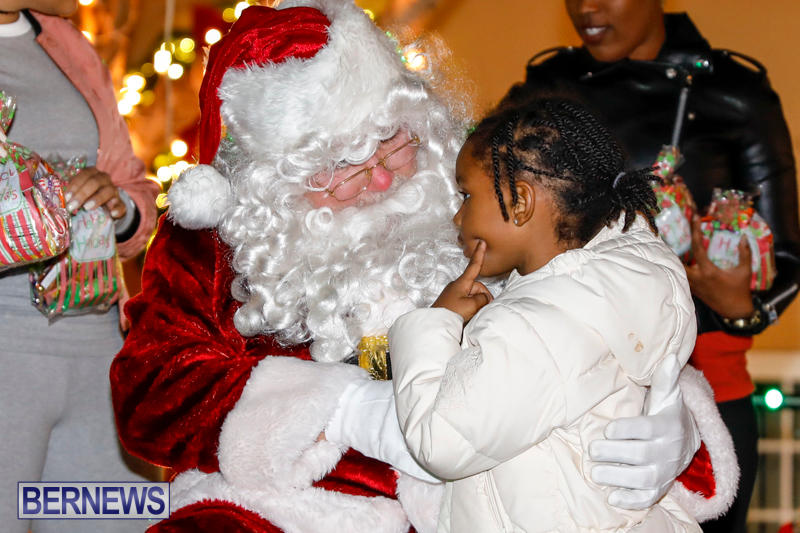 Santa-Comes-To-St-Georges-Bermuda-December-2-2017_3441