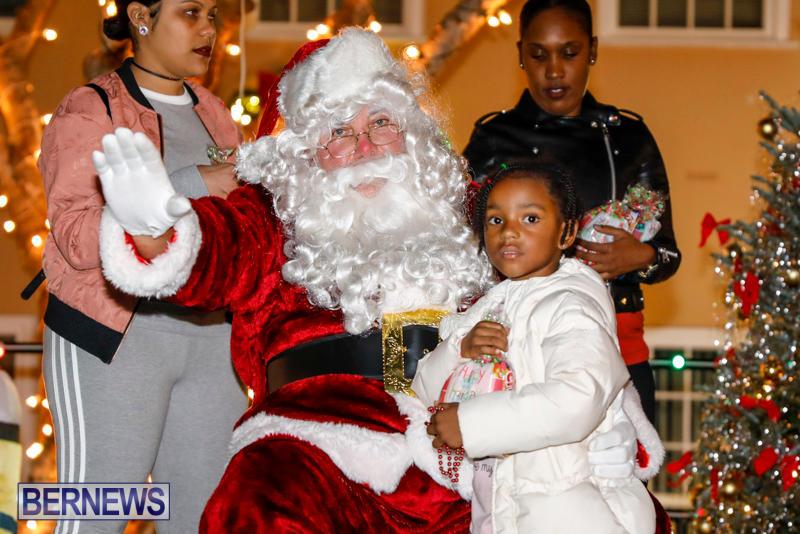 Santa-Comes-To-St-Georges-Bermuda-December-2-2017_3443