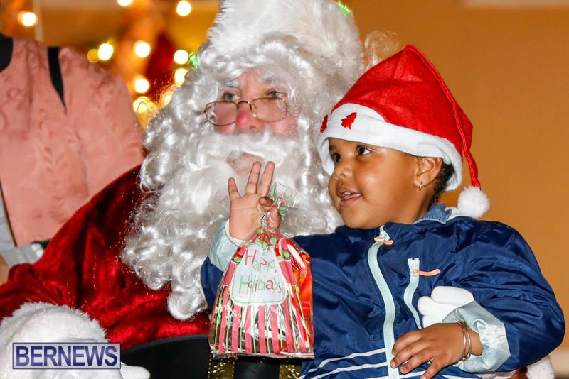 Santa-Comes-To-St-Georges-Bermuda-December-2-2017_3448