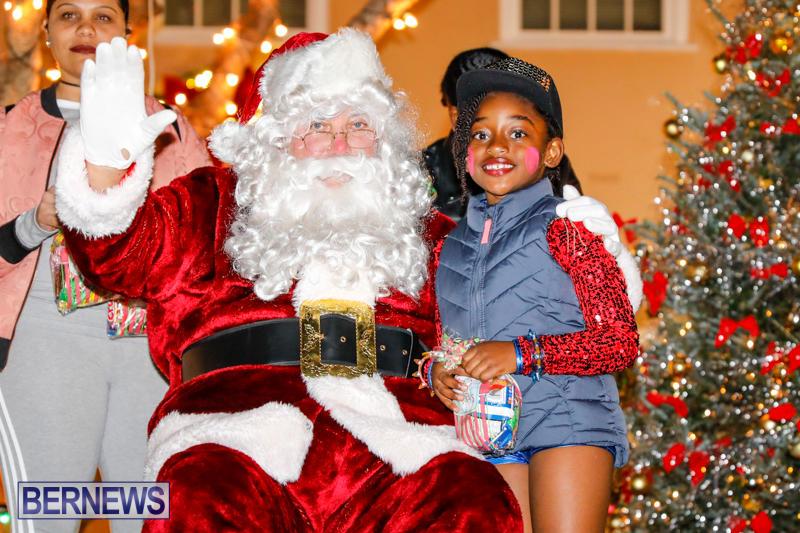 Santa-Comes-To-St-Georges-Bermuda-December-2-2017_3458