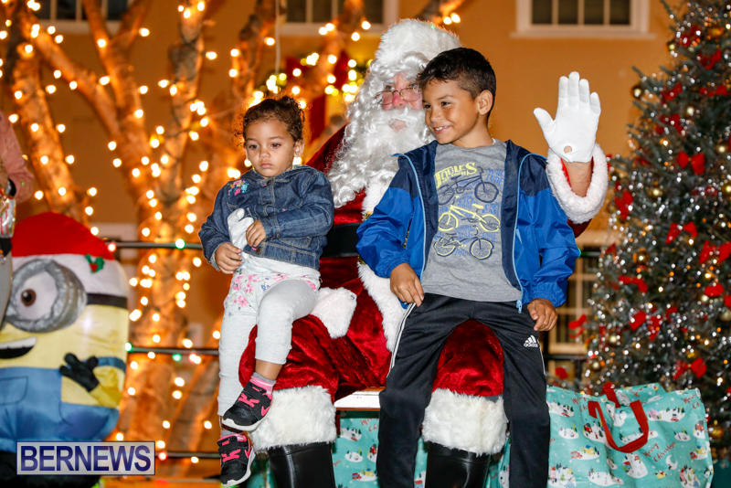 Santa-Comes-To-St-Georges-Bermuda-December-2-2017_3464