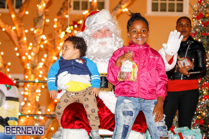 Santa-Comes-To-St-Georges-Bermuda-December-2-2017_3468