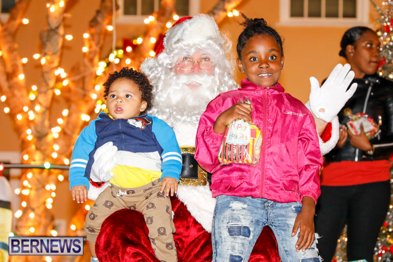 Santa-Comes-To-St-Georges-Bermuda-December-2-2017_3470