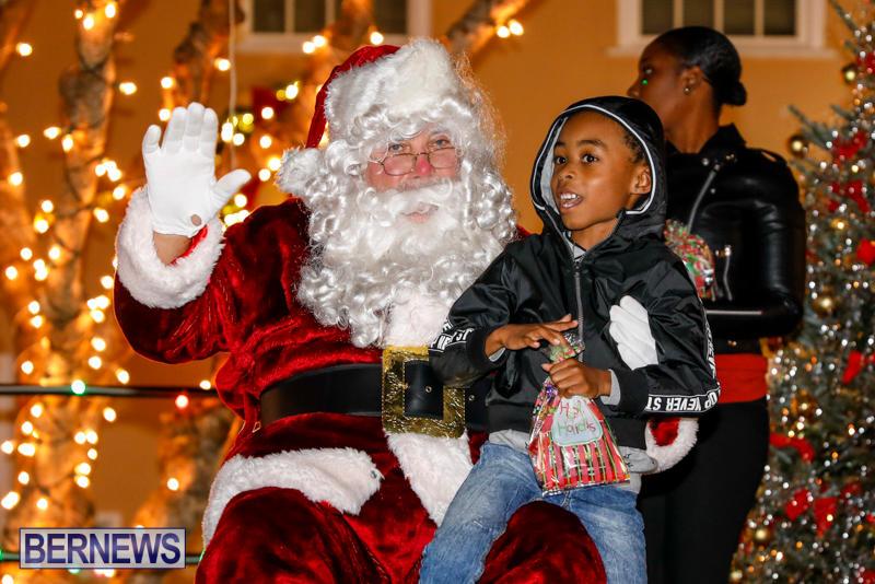 Santa-Comes-To-St-Georges-Bermuda-December-2-2017_3473