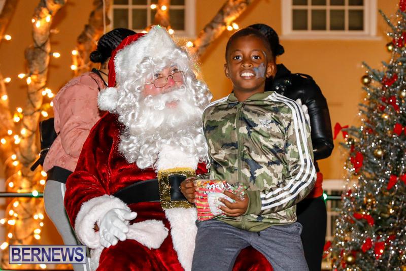 Santa-Comes-To-St-Georges-Bermuda-December-2-2017_3476